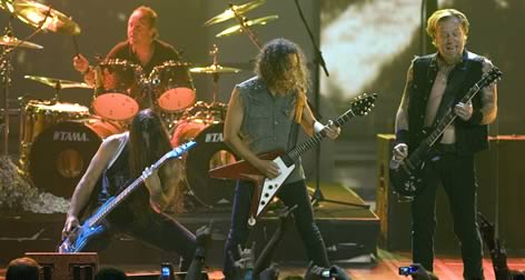 Trujillo dándole duro con Metallica