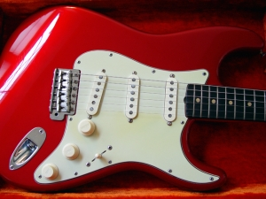 Una Fender Stratocaster 1963 (Candy Apple Red)