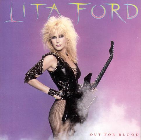 Lita Ford con su inseparable guitarra