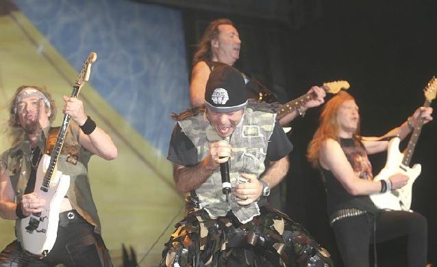 """Iron Maiden """"escupiendo"""" puro metal"""