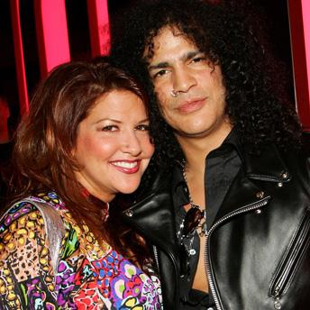 Slash y su pareja Perla Hudson