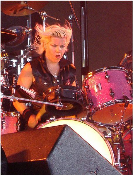 Samantha es toda una inspiración en la batería