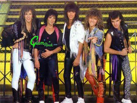 Siempre he pensado que Bon Jovi nunca se sintió a gusto con esta ropa