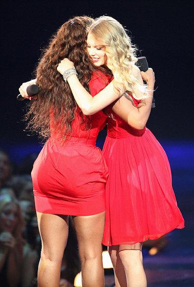 Beyoncé apoya a Taylor Swift y no entra en el juego de Kanye West