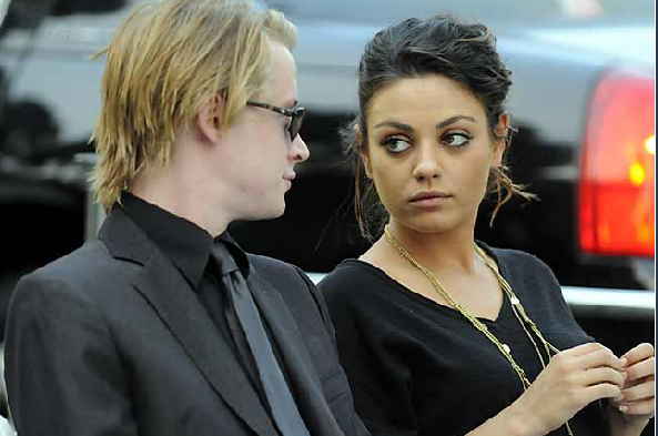 Macaulay Culkin con Mila Kunis