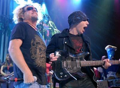 Sammy Hagar junto a Joe Satriani en Chickehfoot