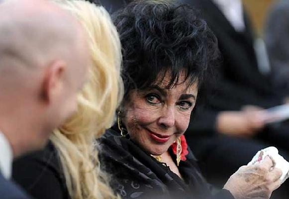 Su amiga Elizabeth Taylor acudió al funeral