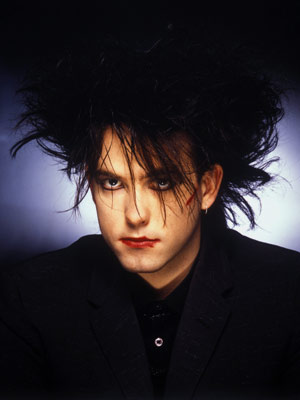 Robert Smith y su acostumbrado peinado