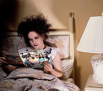 Robert Smith un ejemplo de rocker a seguir con mucho maquillaje
