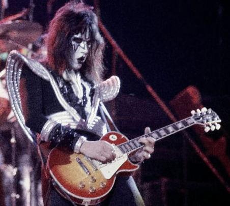 Ace Frehley con sencillez musical pudo ser un grande de la guitarra