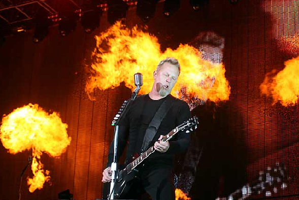 James Hetfield con fuego en Monterrey