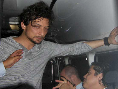 El frontman de Zoé en estado inconveniente (Foto cortesía Reforma)