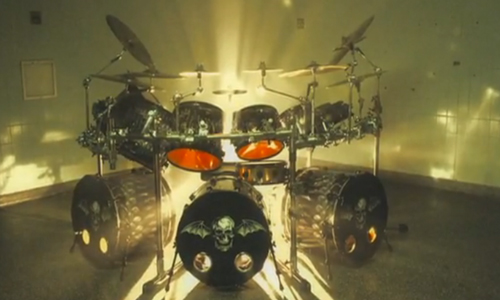 "Avenged Sevenfold recuerda a ""The Rev"" en su video"