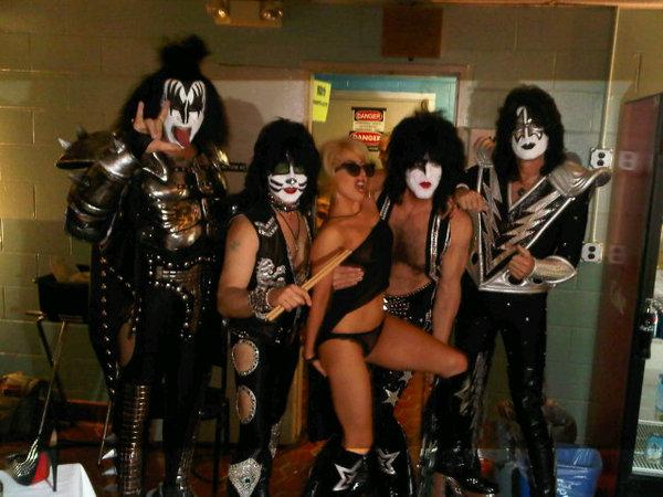 Kiss y Lady Gaga muy juntitos