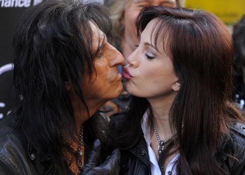 Alice Cooper enamorado de su esposa