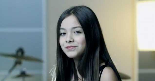Angie tiene carisma y una excepcional voz