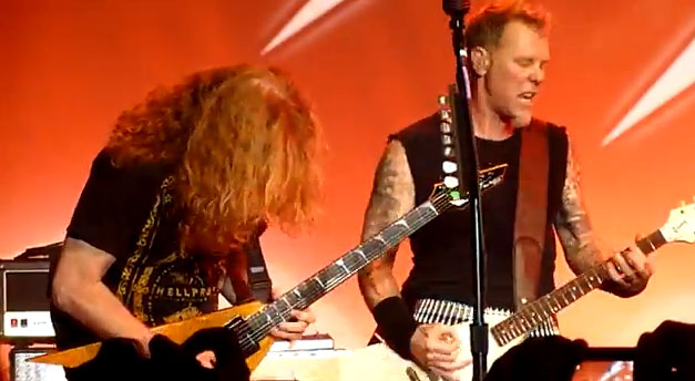 Dave Mustaine con James Hetfield en el 30 aniversario de Metallica