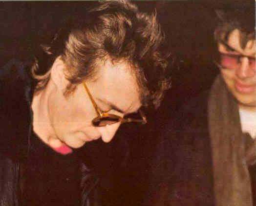 Un fatídico autógrafo: Lennon y su asesino Chapman