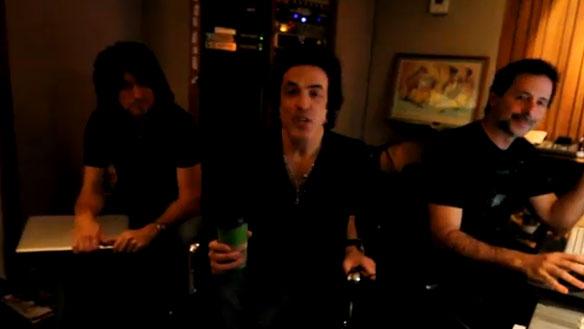 Paul Stanley tomándose un cafecito nos habla del  nuevo álbum