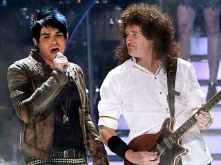 Adam Lambert y Brian May de Queen en plena acción