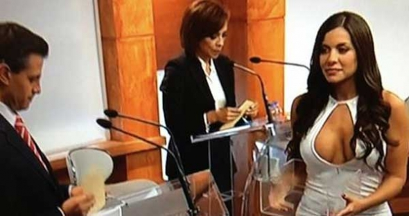 Julia Orayen apareció repentinamente como edecán del IFE