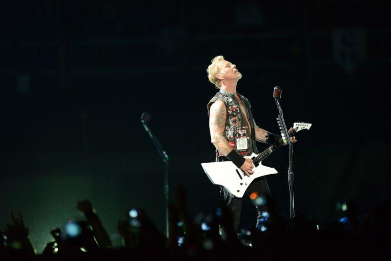 James Hetfield en comunión con sus fans mexicanos