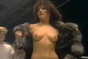 Una modelo hermosa en el video de Duran Duran