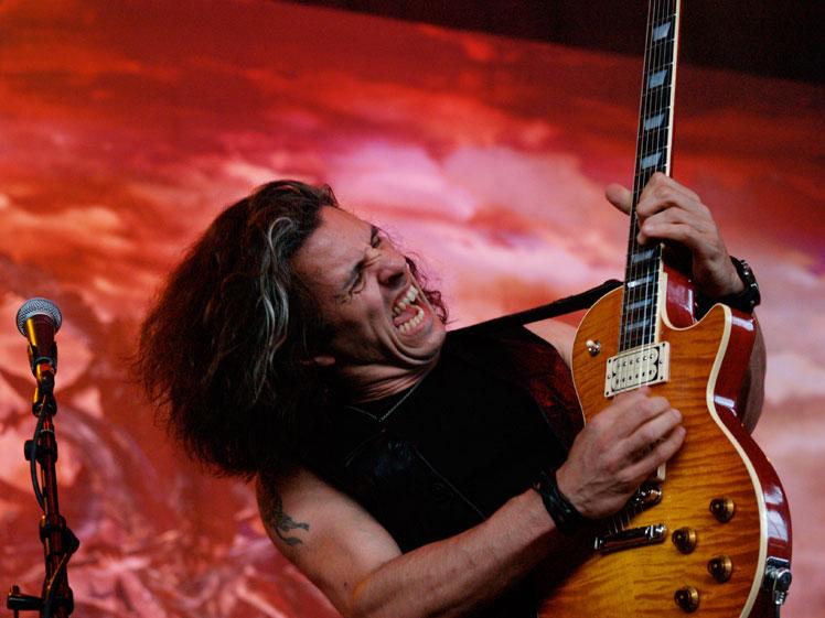 Alex Skolnick es uno de los guitarristas más versátiles