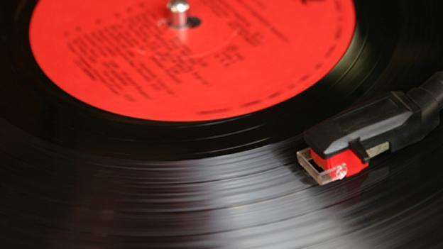 Una aguja sacando el mejor sonido a un LP