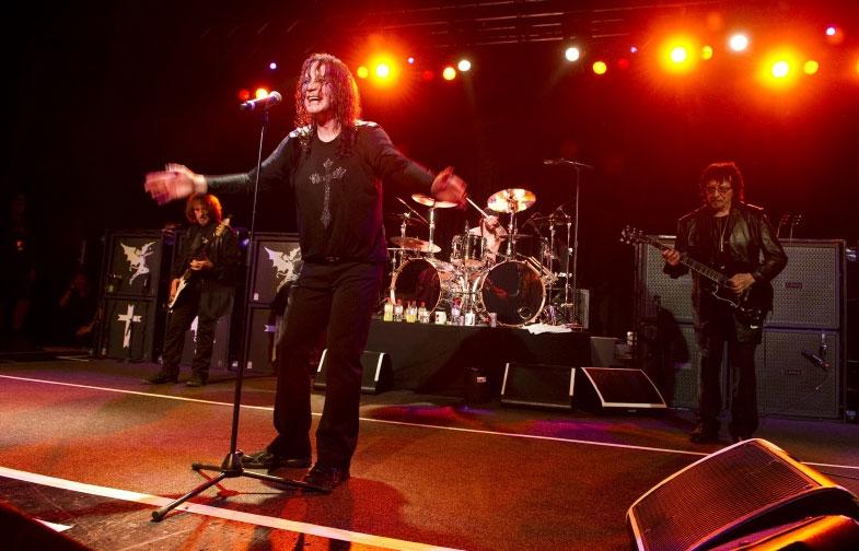 Black Sabbath dando todo en el escenario en Birmingham