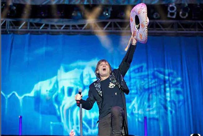 Bruce Dickinson de Iron Maiden en vivo en México