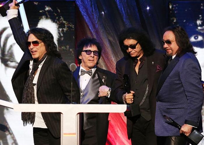 El original Kiss otra vez juntos en su inducción. Cortesía Billboard.