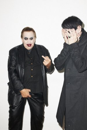 Hugh y Brian Warner en acción