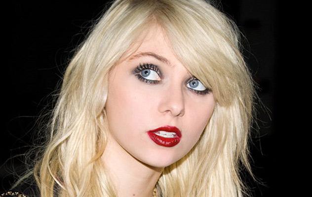 Taylor Momsen cautiva con su imagen y voz