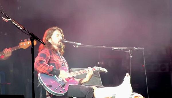 Dave Grohl terminó el concierto enyesado