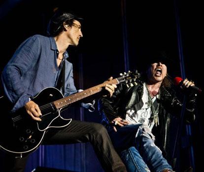 Izzy Stradlin y Axl Rose en un regreso parcial de Guns