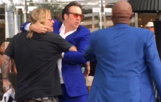 Vince Neil sometido por Nicolas Cage