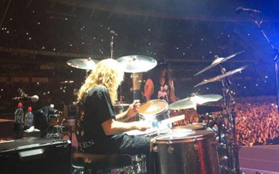 Steven Adler tocando en el estadio de River, reuniéndose nuevamente con Guns N' Roses