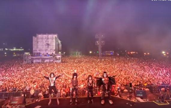 Kiss en la foto del recuerdo en el Domination en México ante 80 mil espectadores